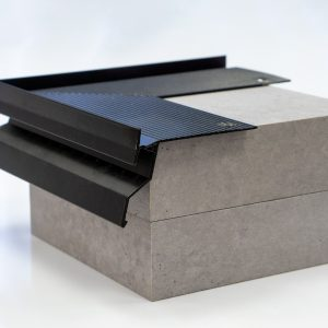 okapnik aluminiowy narożny - kamienne dywany