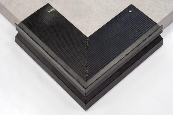 okapnik aluminiowy narożny do dywanów kamiennych